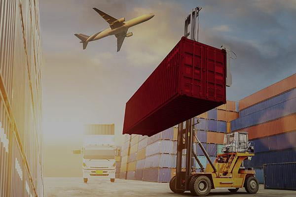 ACTIVE M&A Transaktionen, Bild von einem Gabelstapler, LKW und Flugzeug